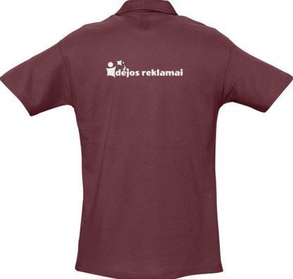 užrašų uždėjimas ant polo marškinėlių nugaros